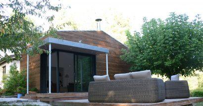 Lassime-Extension-en-ossature-bois-dune-maison-photo-n°4bis-façade-@a_traits-architecture-1.jpg