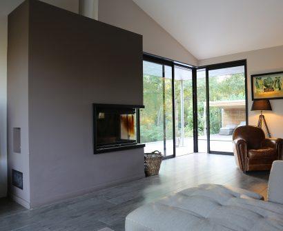 Lassime-Extension-en-ossature-bois-dune-maison-photo-n°7-salon-@a_traits-architecture-1.jpg