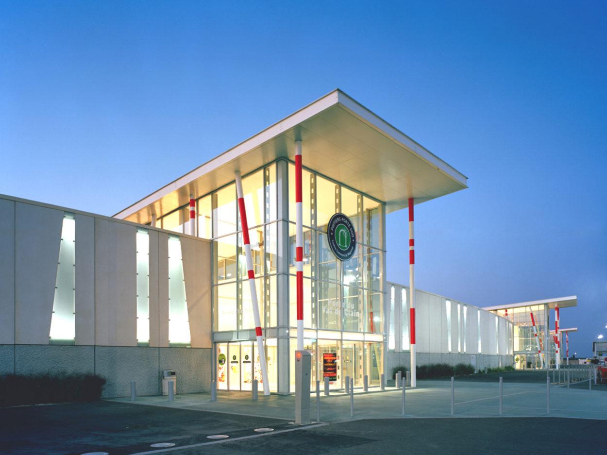 Commercial_AuchanLaSauraie_Photo1_web.jpg