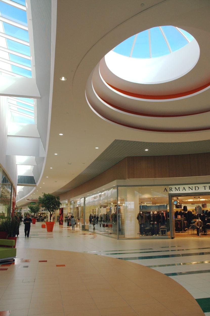 Commercial_AuchanLaSauraie_Photo2_web.jpg