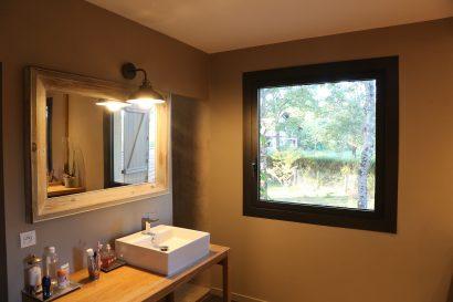 Lassime-Extension-en-ossature-bois-dune-maison-photo-n°17-chambre-@a_traits-architecture-1.jpg
