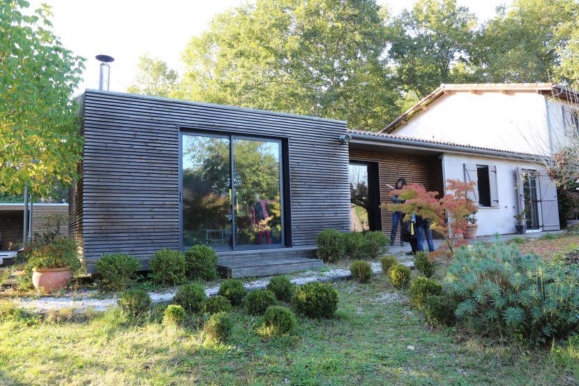 Lassime-Extension-en-ossature-bois-dune-maison-photo-n°5-vue-entrée-@a_traits-architecture-1.jpg